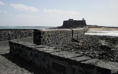 alte Mole mit Kastell in Arrecife