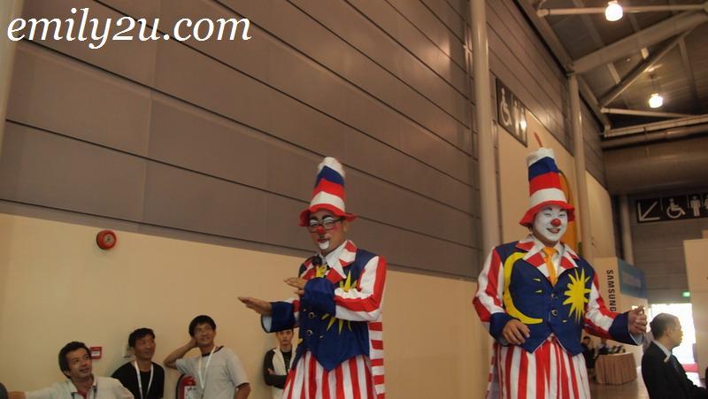 Communic Asia clowns
