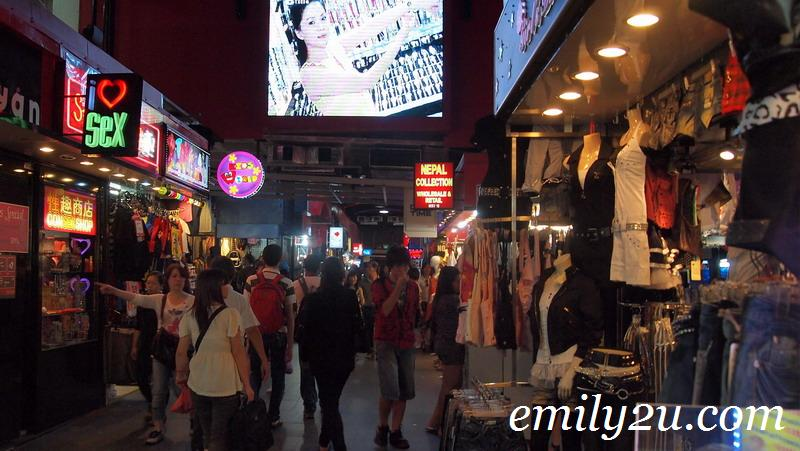 Bugis Street shoppers