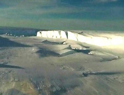 es-kommt-immer-wieder-vor-dass-riesige-eisbloecke-von-antarktis-gletschern-abbrechen-foto-zoomin-