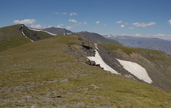 Au-dessus du Col du Dolon, biotope de Parnassius delphius albulus noir (3600 m), Kyrgyzistan, 17 juillet 2006. Photo : J.-M. Gayman