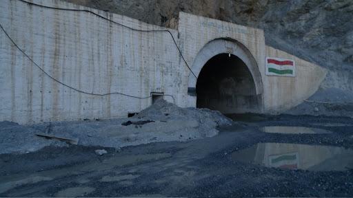 Entrée du tunnel d'Anzob Pass, 25 juillet 2009. Photo : J.-F. Charmeux