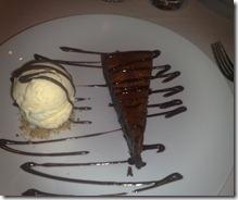 Torta quente de chocolate com sorvete de creme
