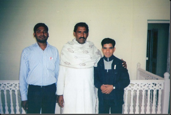 GULSHAN ARt photo with artist (3)