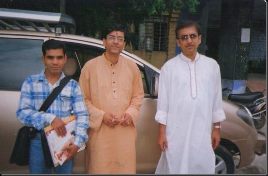 GULSHAN ARt photo with artist (2)