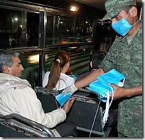 Epidemia da gripe A teve início no México em abril do ano passado; 1088 morreram pela doença.