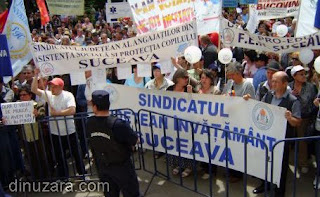 Sindicalişti protestează în faţa Prefecturii. Miting interzis în faţa sediului PDL