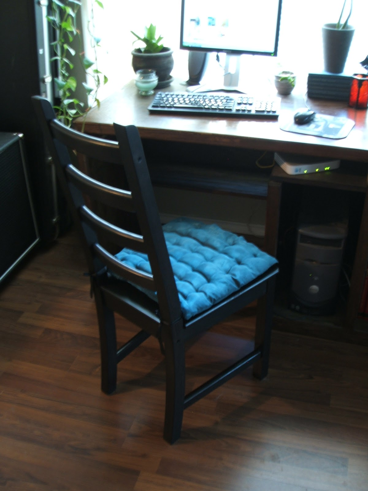 The Ikea KAUSTBY dining chair that I picked up in the  as-is  section for $20 and for which I sewed this seat cushion made from Ikeau0027s SARITA sheer ... & Pushing Furniture: August 2010