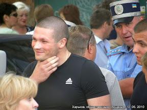 Более 2000 харьковчан пришло на общественые слушания. В зал пустили 341 человека.