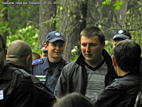 """Сотрудники охранной фирмы """"Инекс"""" и другие неизвестные с бейджами """"Муниципальна охорона"""", а также сотрудники милиции"""