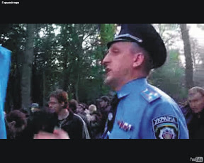 """Около 4.00. Александр Баранник, руководитель городского управления милиции во время разгрома """"Зелёного Форта"""" заявляет, что все присутствующие находятся на стройплощадке и требует покинуть её"""