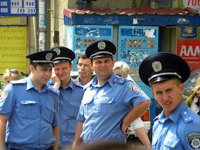 Пикет у Горсовета. Харьковчане требуют отставки и.о. мэра Г. Кернеса. Милиция бдит.