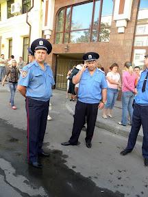 Более 2000 харьковчан пришло на общественые слушания. В зал пустили 341 человека. Милиция
