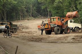 работы идут со стороны Новгородской, в центре (район лагеря) и возле ДЖД