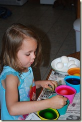 Coloring Eggs_040110 294