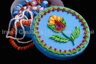 Round box decorated with quilling