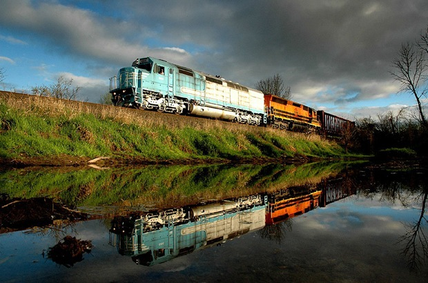 The 644 leads a northbound Westsider freight train towards McMinnville in Between Corvallis and Independence at Independence, Oregon, USA