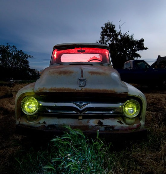 Abandoned-vehicle -and-night-photography