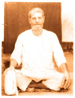 (Photograph of Śrī Śrīmad Bhakti Prajñāna Keśava Gosvāmī Mahārāja)