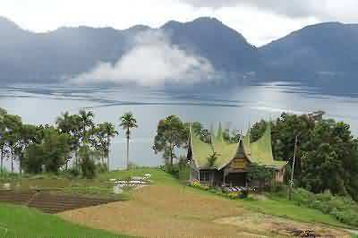 minang house and lake maninjau