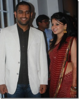%dhoni with wife shakshi111