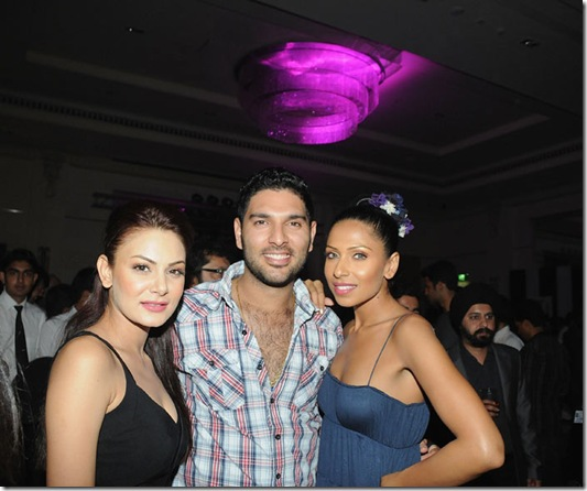 yuvraj singh with hot girl