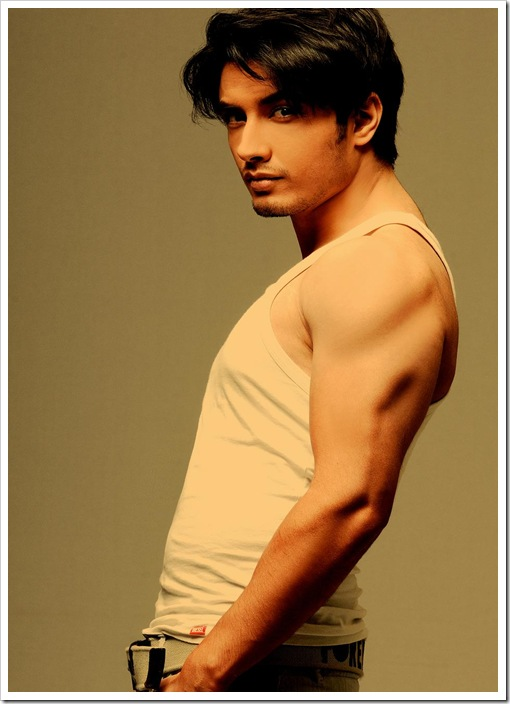 Ali Zafar shirtless pics