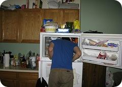 David Horvitz, com a cabeça dentro do freezer na primeira foto '241543903'.
