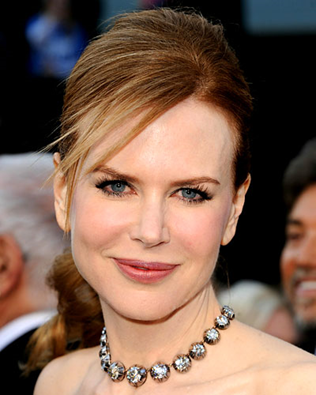 Nicole Kidman 150 carats diamond necklace at Oscars 2011
