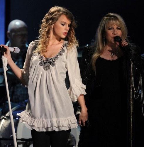 Rendimiento de los Grammy con artista swinging 2010