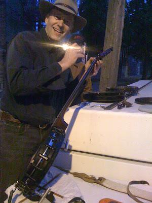 Tom Nechville, street luthier