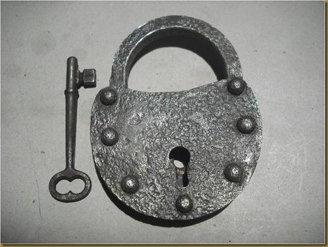 Kunci gembok antik