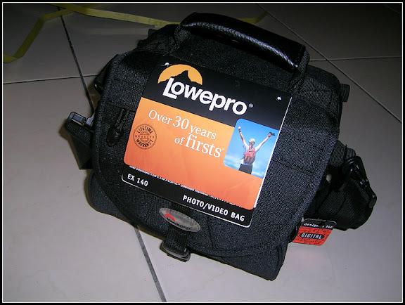 最近買了Lowepro ex140輕便的相機包
