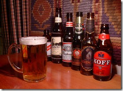 Glass_of_beer_with_bottles_in_the_background[1]