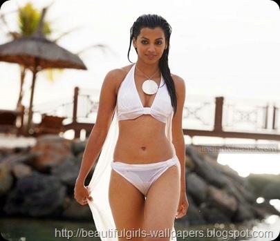 Mugdha_Godse_Bikini_Hot_Pics