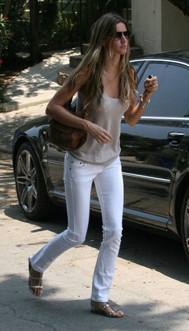 80756_celebutopia-gisele_bundchen_out_and_about_in_los_angeles-01_122_803lo