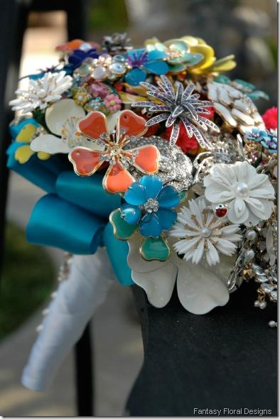 fantasy_floral_Design_brooch_bouquets the wedding chat
