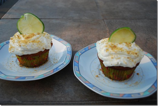 28 2 cupcakes