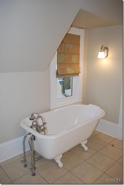 Room 4 tub 2 RS