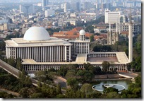 800px-Istiqlal_Mosque_Monas