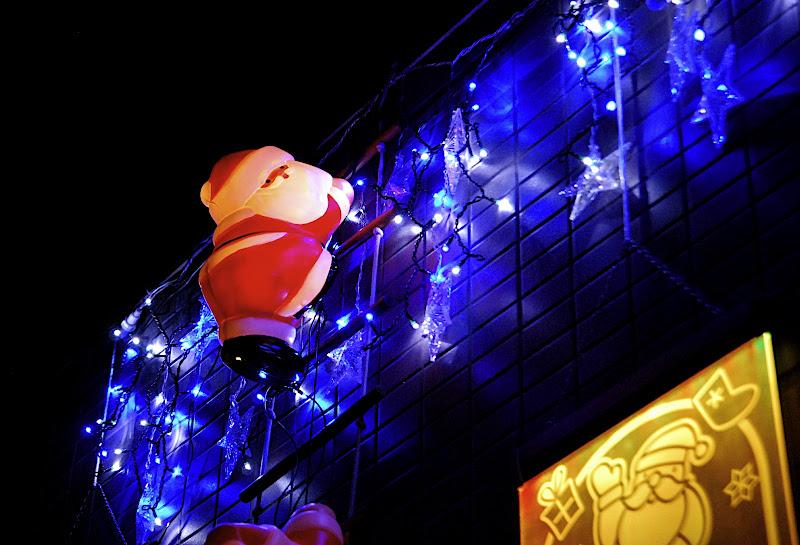 Santa delivers presents early in Okubo