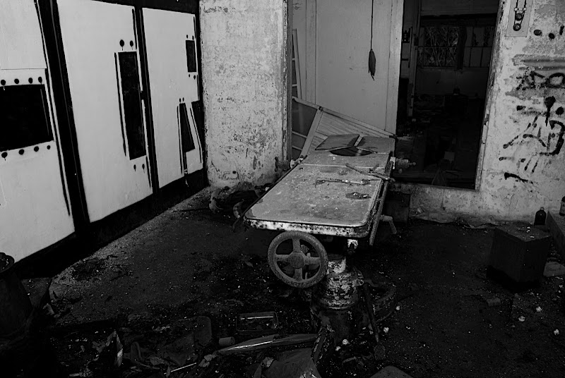 examination table room where you could still feel the screams