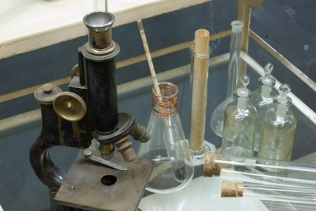 820_1310vintage-lab-glass-apothecary-science1
