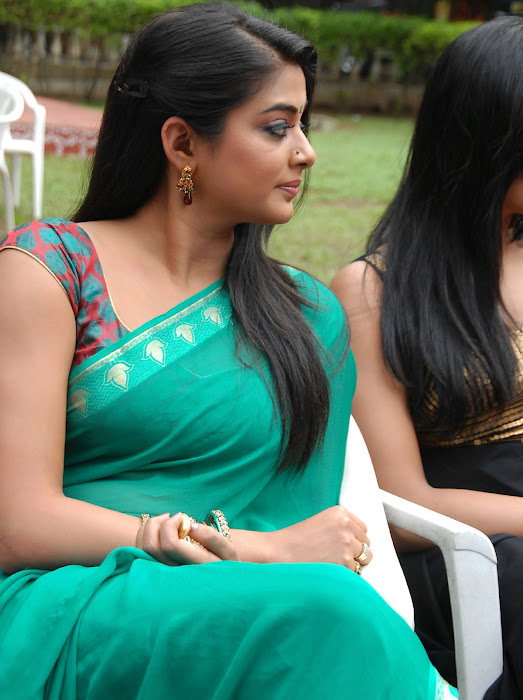 priyamani wearing green saree high quality actress pics