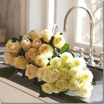 dress desing & decor white roses in sink