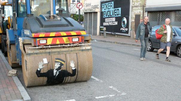 http://lh4.ggpht.com/_9F9_RUESS2E/SsTEefAugvI/AAAAAAAABPY/hw1y5yz11tg/s800/banksy-graffiti-street-art-steamrollerwarden.jpg