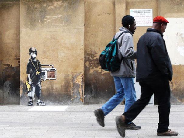 http://lh4.ggpht.com/_9F9_RUESS2E/SsTOPJfPPxI/AAAAAAAABQQ/1AOTmuYmBtg/s800/banksy-graffiti-street-art-BBoy.jpg