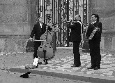 800px-Street_musicians_in_Prague