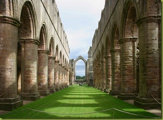 fountains-abbey-yorkshire-dales-national-park-gb338