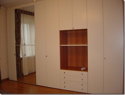 18%20Master%20bedroom%20Wardrobe%20DSC00028